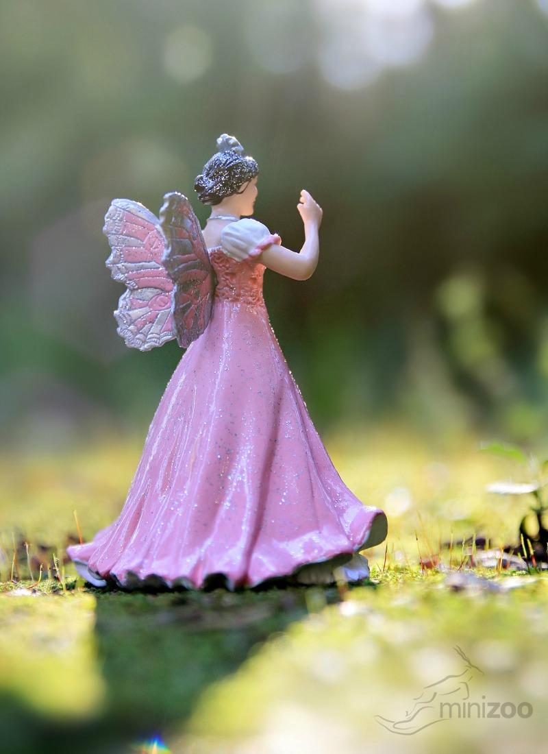 papo-pink-queen-of-elves-minizoo-example-2.jpg
